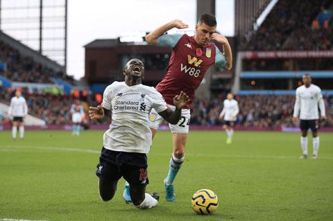 """Mane bị Pep chỉ trích là """"ăn vạ"""" sau trận đấu với Villa"""