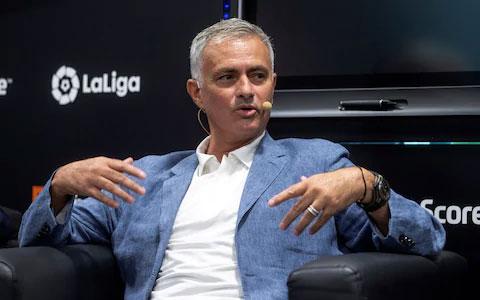 Mourinho đã phải tạm thời đóng vai trò bình luận viên