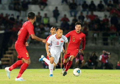 Trọng Hoàng có nguy cơ lỡ hẹn trận đấu với Thái Lan khi đã phải nhận 1 thẻ vàng trước đó - Ảnh: Phan Tùng