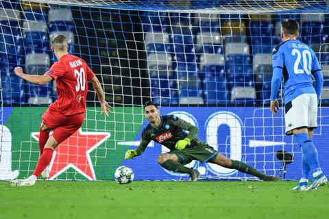 Erling Braut Haaland giúp Salzburg vượt lên sau bàn thắng trên chấm phạt đền