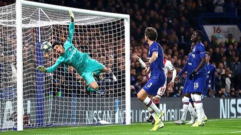 Fan Chelsea dở khóc, dở cười với pha phản lưới của Kepa