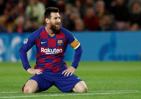 Messi bất lực trước hàng thủ Slavia