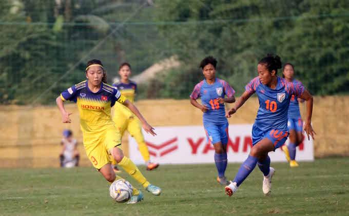 Huỳnh Như của tuyển nữ Việt Nam trong trận giao hữu với Ấn Độ. Ảnh: Phan Tùng