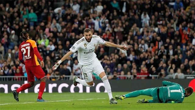 Benzema 2 lần đánh bại thủ môn đối phương
