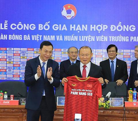 HLV Park Hang Seo gia hạn hợp đồng 3 năm với VFF - Ảnh: Đức Cường