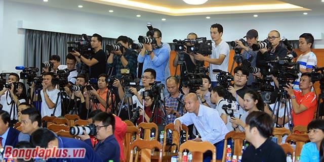 Đông đảo cơ quan báo chí đã đến đưa tin sự kiện HLV Park Hang Seo gia hạn hợp đồng, minh chứng cho thấy mối quan tâm của dư luận về tương lai ông thầy người Hàn Quốc là rất lớn.