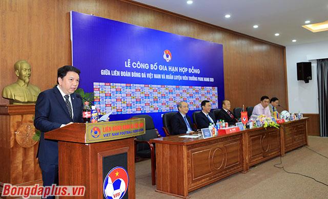 Tổng thư ký VFF - Lê Hoài Anh đánh giá cao và dành lời cảm ơn tới HLV Park Hang Seo sau 2 năm đầy thành công cùng bóng đá Việt Nam.