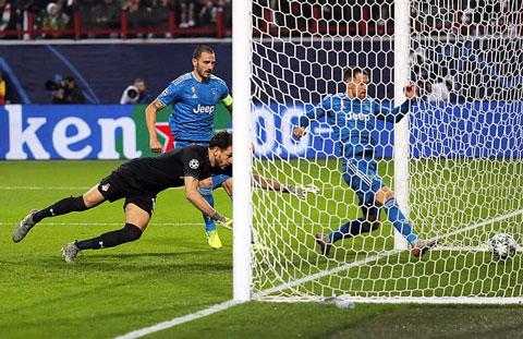 Ramsey là người chạm chân cuối cùng
