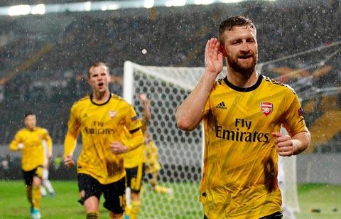 Vitoria Guimaraes 1-1 Arsenal: Pháo thủ đánh rơi chiến thắng