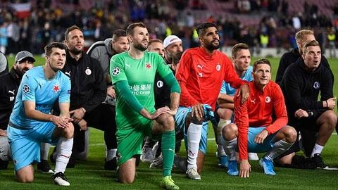Người hùng Slavia Prague chê các cầu thủ Barca vô văn hóa