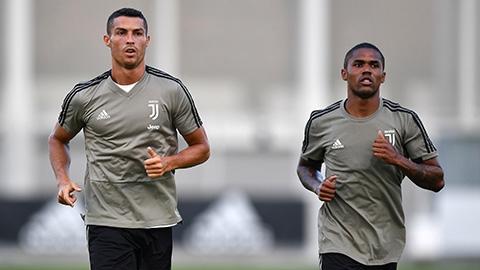 Thói quen cởi trần của Ronaldo giúp ích nhiều cho Juventus