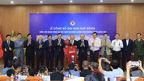 HLV Park Hang Seo sẽ tiếp tục dẫn dắt ĐT Việt Nam thêm 3 năm nữa - Ảnh: Đức Cường