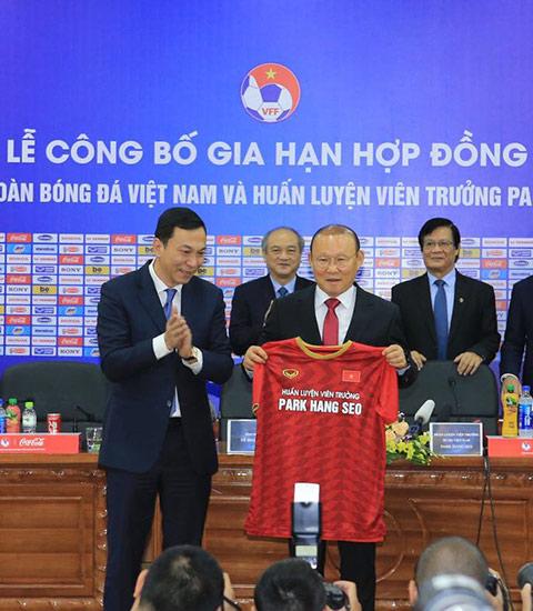 HLV Park Hang Seo đặt mục tiêu giúp ĐT Việt Nam gặt hái những thành công mới trong tương lai - Ảnh: Đức Cường