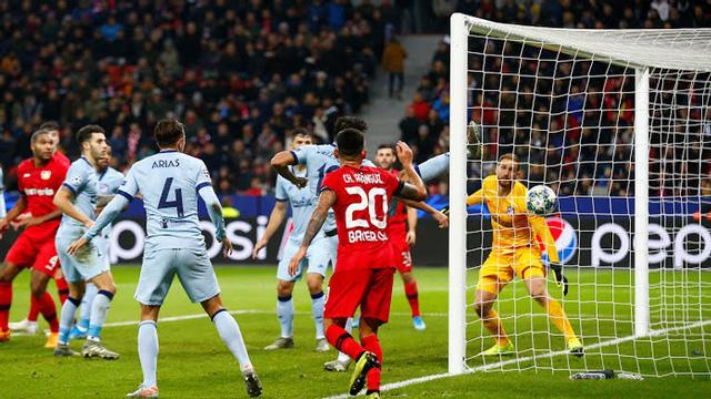 Leverkusen có bàn mở tỷ số nhờ pha phản lưới nhà của Partey