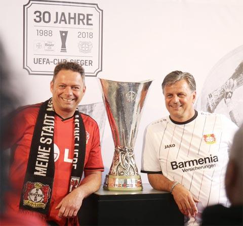 Dù cùng Leverkusen vô địch UEFA Cup, nhưng ông chưa từng  khoác áo ĐT Đức