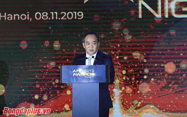 Thứ trưởng, Chủ tịch VFF Lê Khánh Hải cảm ơn AFF tín nhiệm VFF khi trao quyền đăng cai đêm gala - Ảnh: Đức Cường