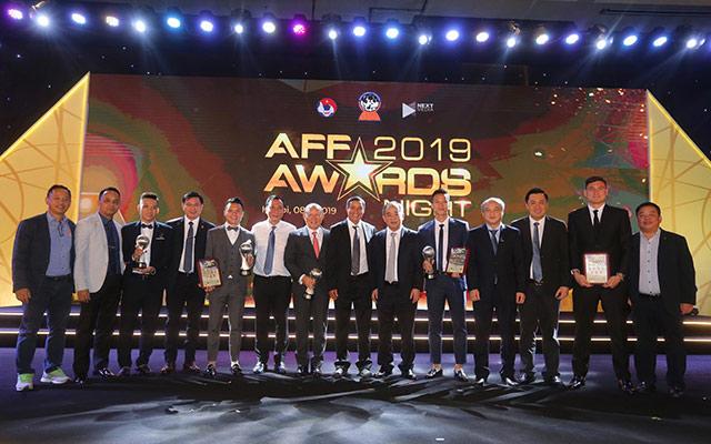 Bóng đá Việt Nam đã có buổi tối đáng nhớ khi giành hầu hết những giải thưởng cao quý nhất của AFF Awards.