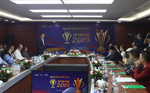 Phó Tổng cục trưởng Tổng cục TDTT Trần Đức Phấn phát biểu trong buổi lễ công bố Cúp chiến thắng 2019