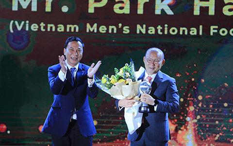 HLV Park Hang Seo là HLV của năm - Ảnh: Đức Cường