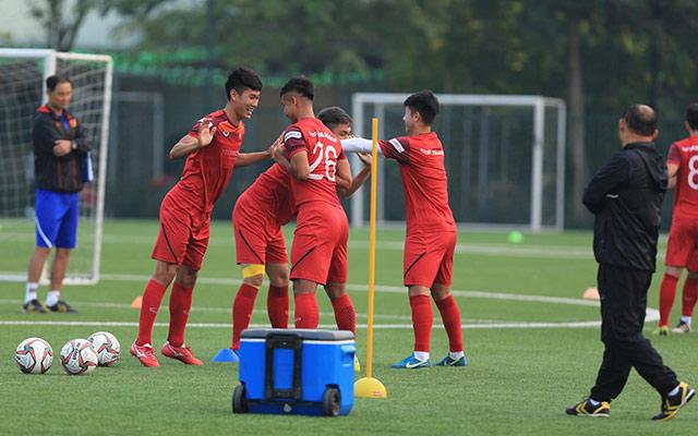 Các cầu thủ U22 Việt Nam thể hiện sự thoải mái trong suốt buổi tập