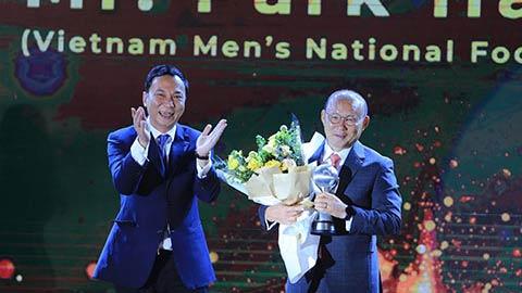 Thắng lớn tại AFF Awards, thầy Park lại được vinh danh ở quê nhà