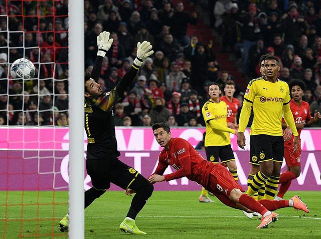 Lewandowski mở tỷ số ở phút 17