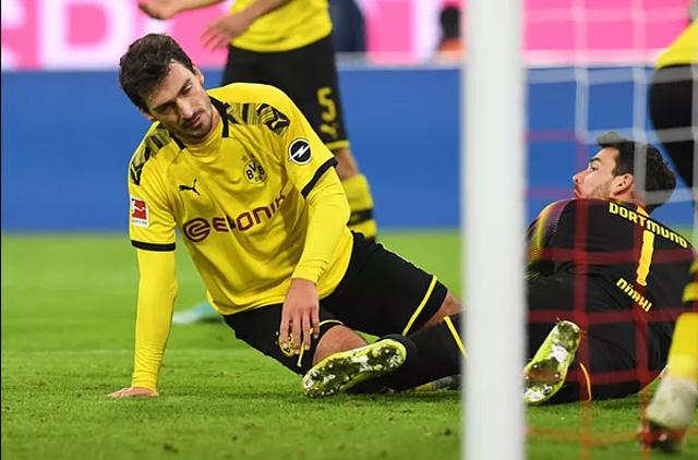 Hummels đá phản lưới nhà ấn định tỷ số 4-0 cho Bayern ở phút 80