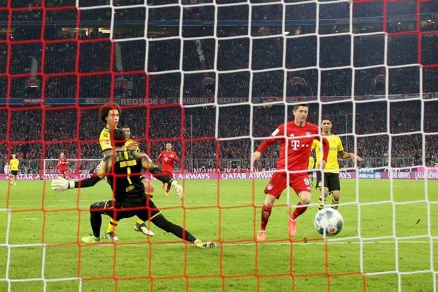 Lewandowski tiếp tục phá lưới đội bóng cũ ở phút 76