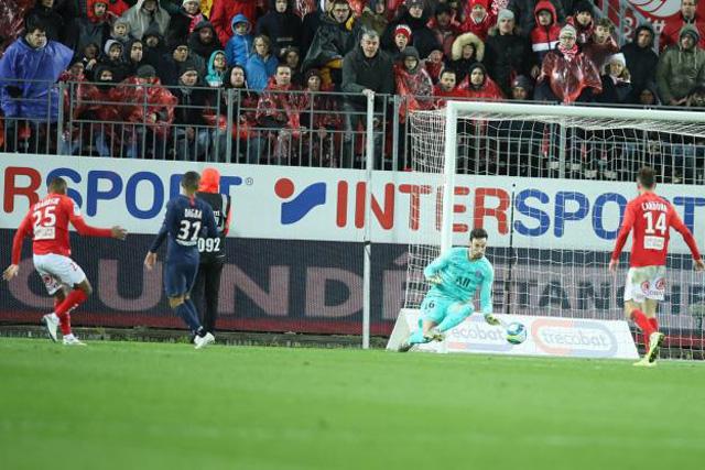 Grandsir gỡ hòa cho Brest ở phút 72