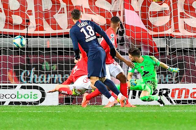 Icardi ấn định tỷ số 2-1 ở phút 85