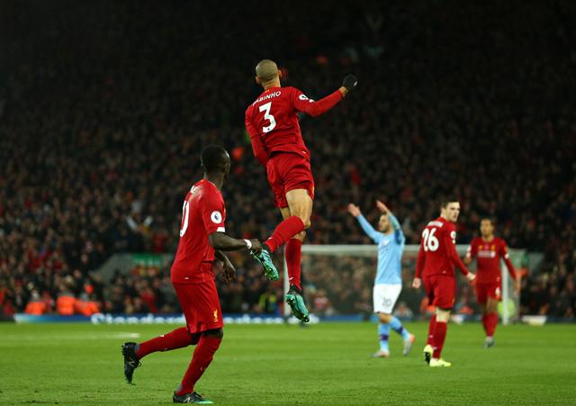 Siêu phẩm của Fabinho mở ra chiến thắng cho Liverpool