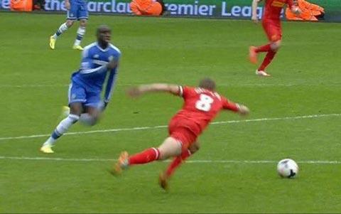 Liverpool từng nhiều lần gục ngã trước cửa thiên đường như cú trượt chân của Gerrard năm 2014