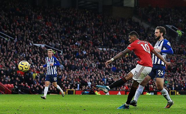 Vào tối qua (10/11), M.U đã giành chiến thắng 3-1 trước các vị khách Brighton nhờ các tình huống lập công của Andres Pereira, Marcus Rashford cùng pha đá phản lưới nhà củaDavy Pröpper