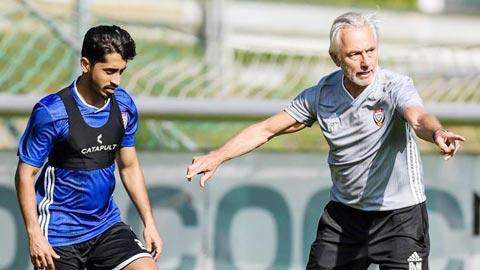 HLV Van Marwijk của UAE đang chịu áp lực rất lớn trước trận gặp Việt Nam