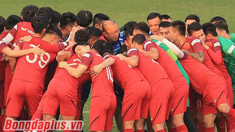 Thầy Park kêu gọi tuyển thủ Việt Nam quyết thắng UAE