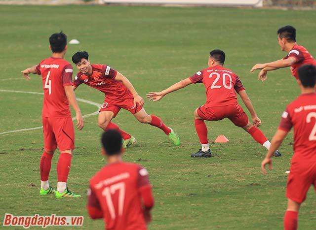 Lúc này, hàng công của Việt Nam đang bị đặt dấu hỏi. Công Phượng chưa có bàn thắng nào ở vòng loại World Cup 2022