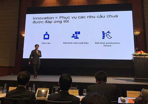 Ông Nguyễn Thế Tân - CEO của VC Corp trình bày tham luận về các Mô hình kinh tế báo chí tại Diễn đàn
