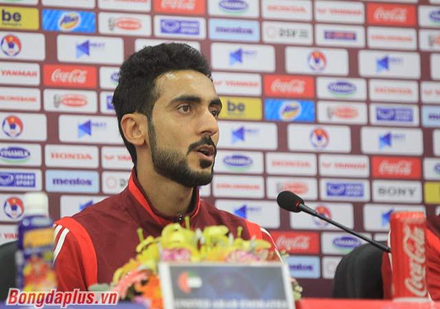 Cầu thủ UAE chúc Việt Nam may mắn - Ảnh: Phan Tùng