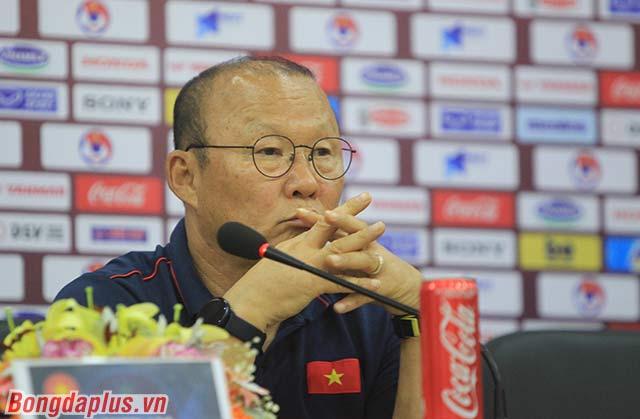 HLV Park Hang Seo yên tâm về Văn Hậu, Công Phượng - Ảnh: Phan Tùng