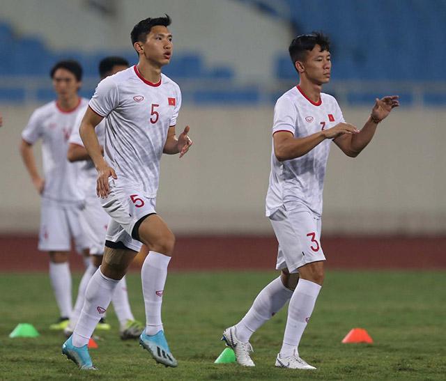 Hậu vệ Đoàn Văn Hậu nhận được sự chú ý đặc biệt khi là 1 trong 2 cầu thủ Việt Nam từ châu Âu trở về