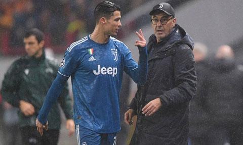 Ronaldo tức giận với Sarri khi bị thay ra