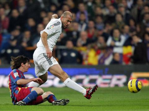 Zidane là cầu thủ duy nhất Messi từng yêu cầu đổi áo với mình