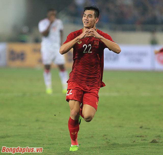 Thủ môn UAE đã bị bất ngờ dẫn đến việc để thủng lưới