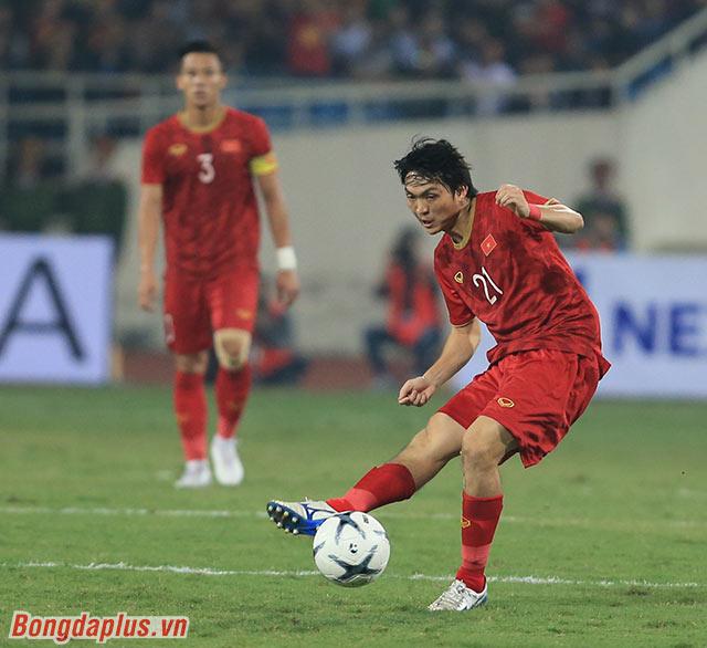 Ở trận đấu với UAE, HLV Park bất ngờ thay đổi số áo của 3 cầu thủ. Tiền vệ Tuấn Anh được mặc áo số 21 - số áo huyền thoại của thần tượng Andrea Pirlo của anh