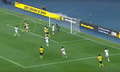 UAE để đối thủ ghi 3 bàn từ những đường bóng bổng vào vòng cấm đội nhà