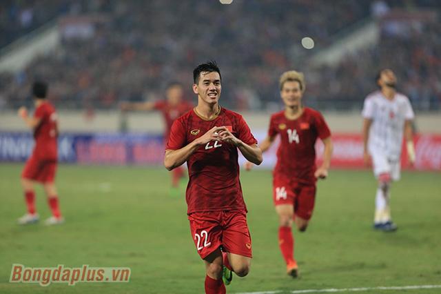 ĐT Việt Nam lên ngôi đầu bảng G sau chiến thắng 1-0 trước UAE - Ảnh: Đức Cường