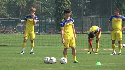 Vừa thắng UAE, Công Phượng và đồng đội lập tức tập luyện để đấu Thái Lan