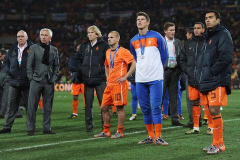 Van Marwijk từng cùng ĐT Hà Lan thất bại tại chung kết World Cup 2010 sau khi mất người vì thẻ đỏ