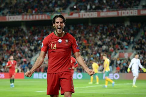 Niềm vui của Goncalo Paciencia sau khi có bàn thắng đầu tiên trong màu áo ĐTQG