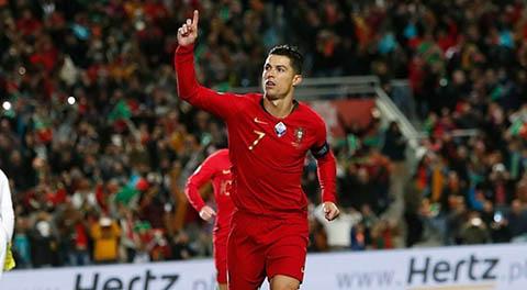 Ronaldo tỏa sáng trước Lithuania